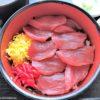 道の駅 とれとれセンター内で海鮮丼が食べられるお店「海鮮丼ととや」で鉄火丼を頂く。